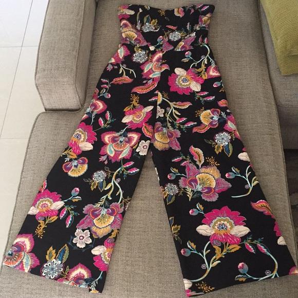028bdcac768 Xhilaration Floral Jumpsuit. M 5c509afe534ef9e60854eae6